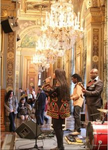 Angelina Tezanou Chante sous les ors de l'Hotel de Ville