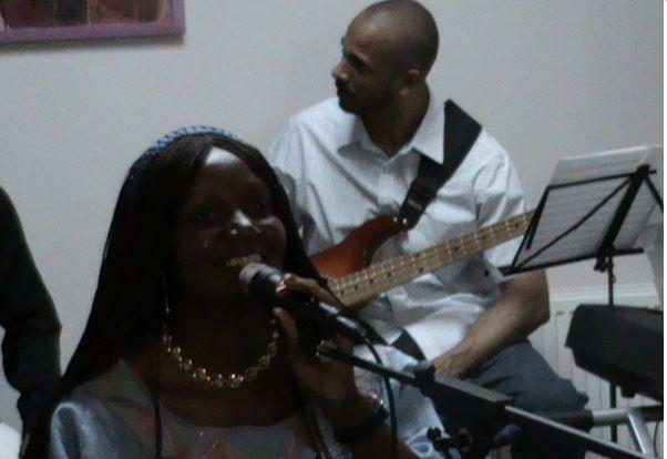 Angelina Tezanou en concert à Arcachon