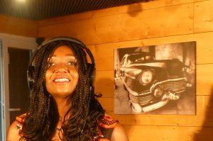 Angelina Tezanou en studio